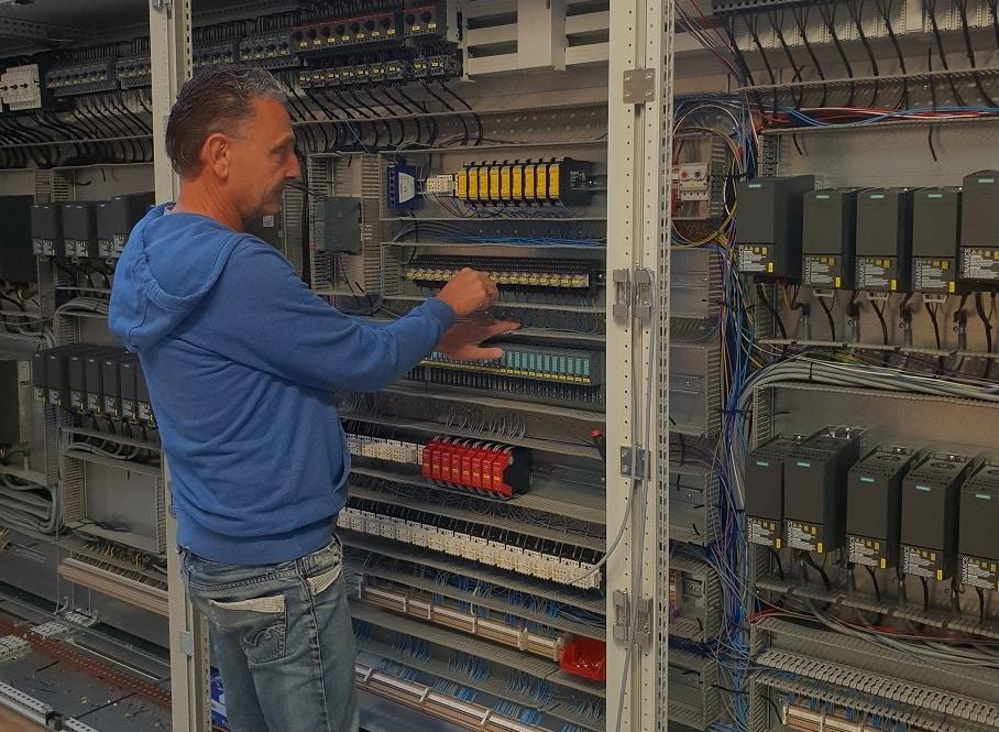 Didier câbme une armoire électrique